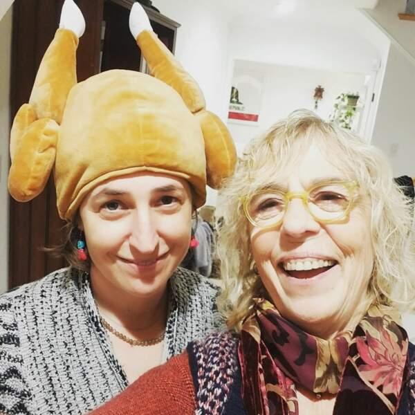 La nouvelle tendance est à la dinde-chapeau ! Pas vrai Mayim Bialik (Big Bang Theory) ?