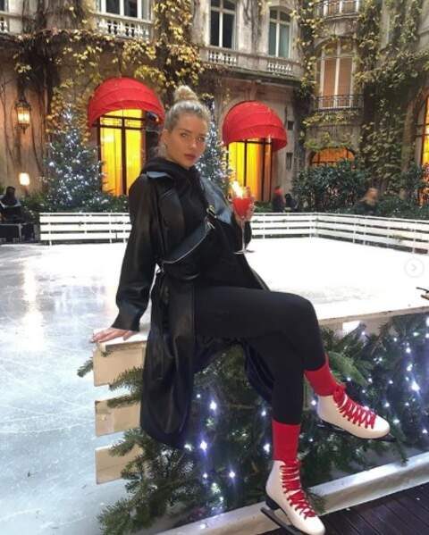 En vrac : Lottie Moss est résolument prête pour Noël.