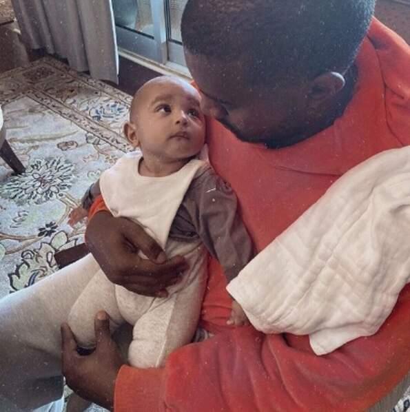 Et voici Kanye West avec leur petit dernier, Psalm.