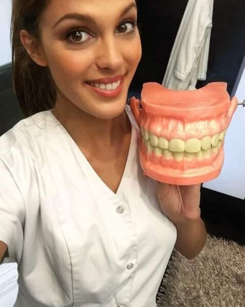 Bref, sa carrière de dentiste est bien loin désormais !