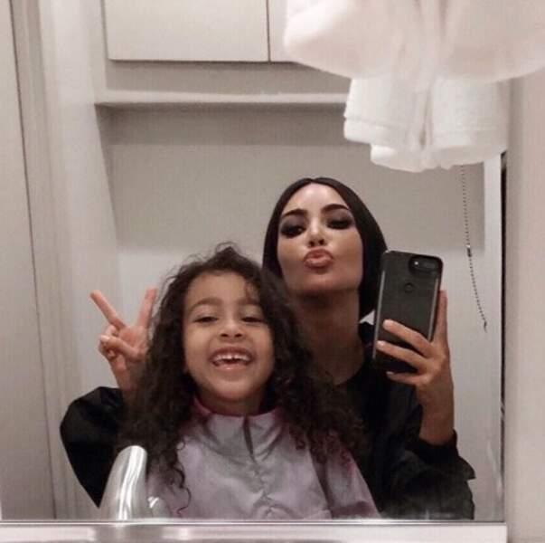 Selfie mère-fille pour Kim Kardashian et North.