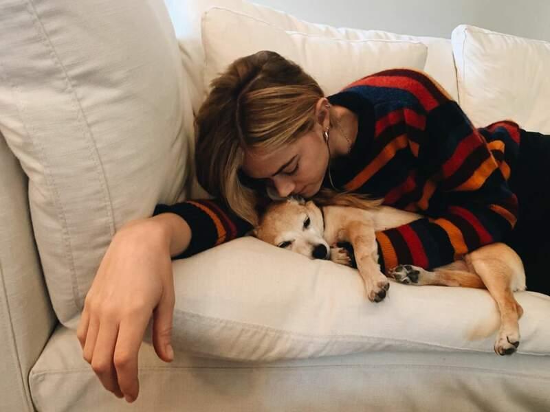 Emily Wickersham (NCIS) et son adorable chien vous souhaitent un bon Thanksgiving