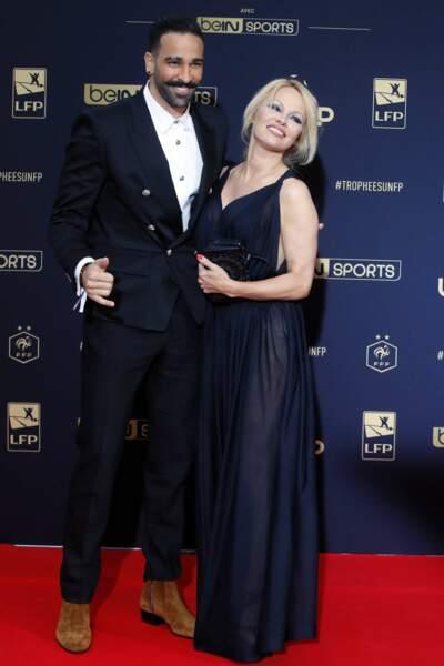 Pamela Anderson a fini par se lasser de la double vie de son compagnon Adil Rami : elle rompt avec le footballeur en juin