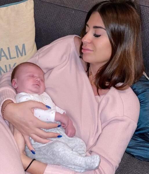 C'était l'heure de la sieste pour Martika Caringella et sa fille Mia.
