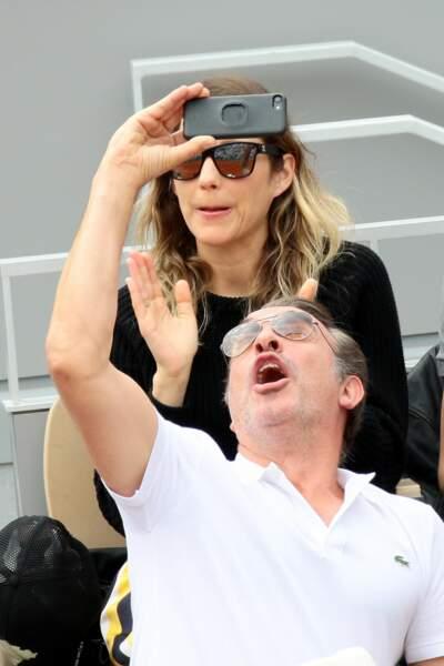 Un selfie de la balle pour Jean Dujardin à Roland-Garros