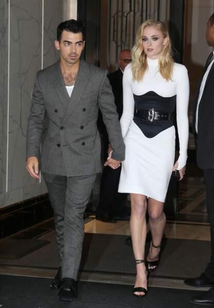 La comédienne Sophie Turner (Game Of Thrones et X-Men)a épousé le chanteur Joe Jonas  le 1er mai. La cérémonie eu lieu plus tard à Carpentras, en France