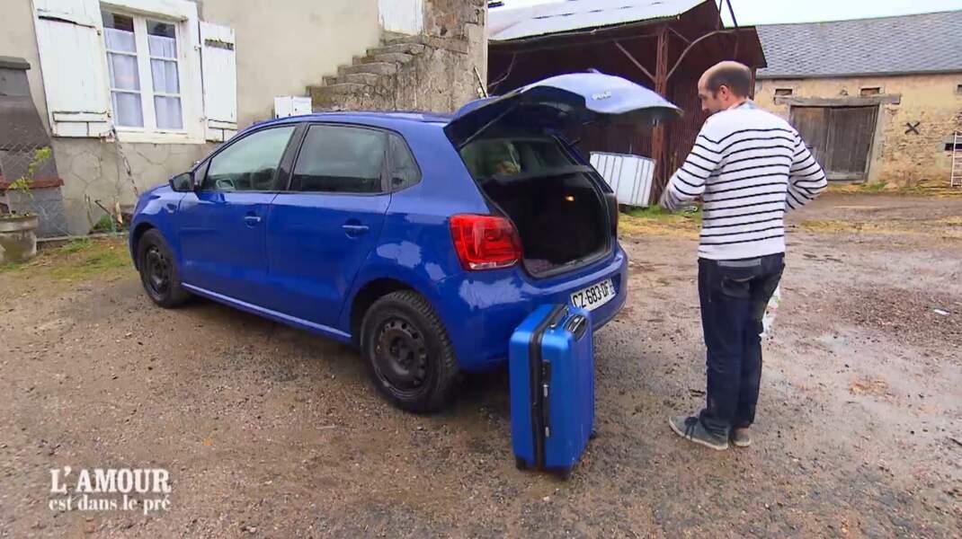 Maud, elle, a choisi d'assortir sa valise à sa voiture !