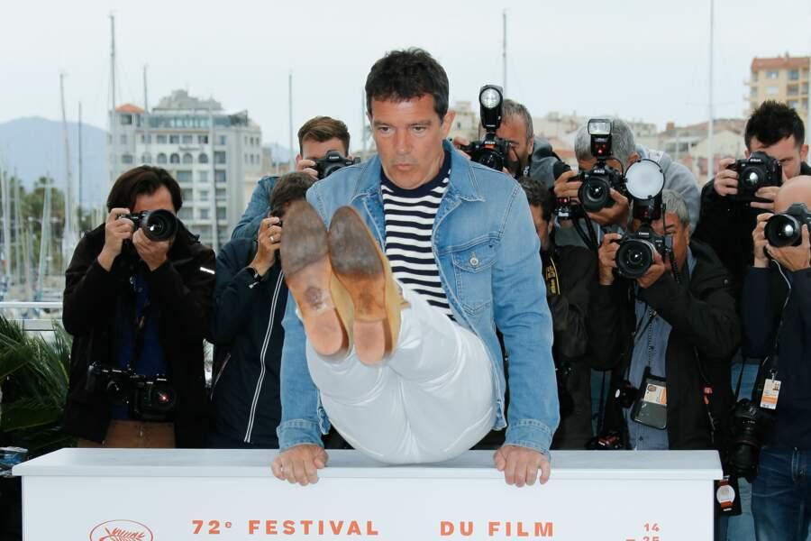 A Cannes, difficile de garder les pieds sur terre pour Antonio Banderas