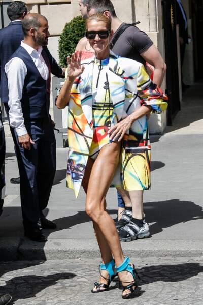 Celine Dion ose tout.. même le body dans les rues de Paris