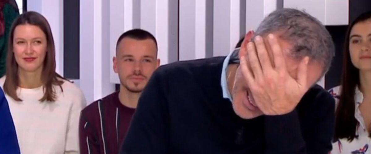 Clique : Elie Semoun gaffe et balance un dossier (gênant) sur Jeff Panacloc (VIDEO)