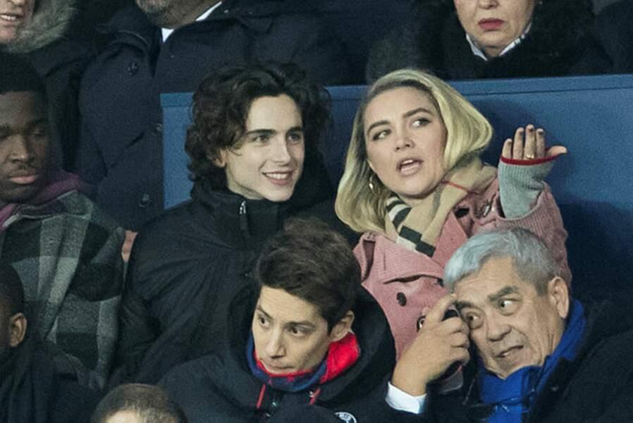 Deux américains dans les tribunes parisiennes : Timothée Chalamet, fan des Verts avant tout ! et Florence Pugh