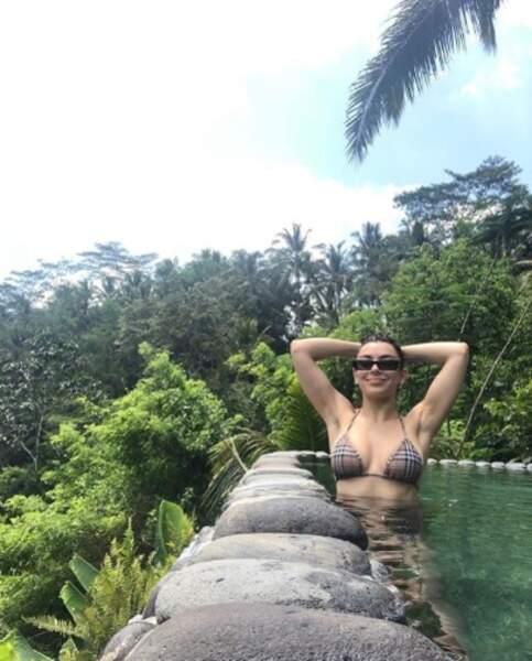 Charli XCX a passé toute la journée en bikini et on est un peu jaloux.