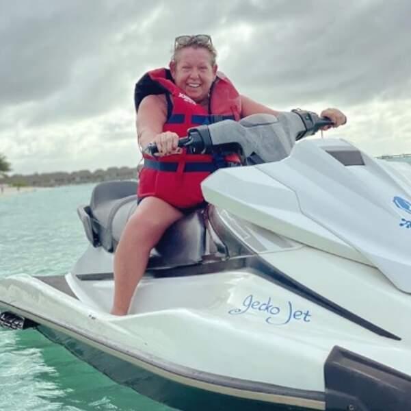 Pendant ce temps-là, Danielle de Studio Danielle faisait du jet-ski.
