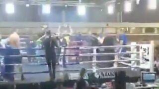 Un boxeur sud-africain tombe du ring avant un combat et se fait une grosse frayeur ! (VIDEO)