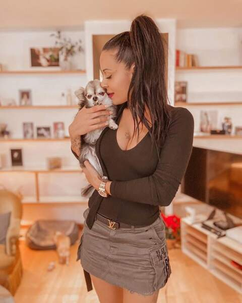 Shanna nous annonce qu'elle aime toujours autant les chiens... C'est mignon