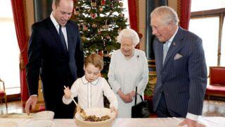 Le prince George, adorable mini cuisinier aux côtés de William, de Charles et de la reine Elizabeth II (PHOTOS)
