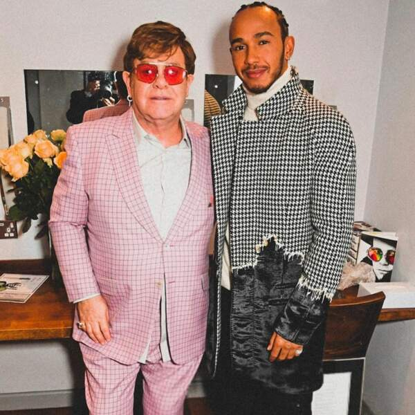 Célèbre au delà du monde de la F1, il rencontre de nombreuses personnalités comme ici Elton John