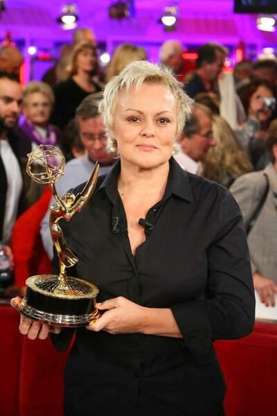 """Muriel Robin lors de l'enregistrement de l'émission """"Vivement Dimanche"""" à Paris le 28 novembre 2007."""