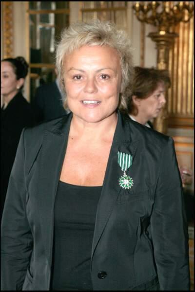 Muriel Robin  très fière d'être sacrée  Commandant des Arts et des Lettres