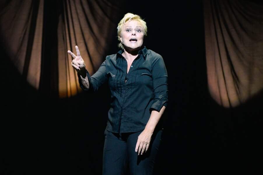 """Muriel Robin , dans son show """"Robin revient Tsoin-Tsoin à Paris (2013 )"""