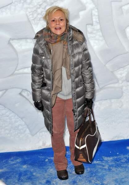 Muriel  Robin prend la pose lors 15 ième  Festival de L' Alpe d'Huez en 2011.