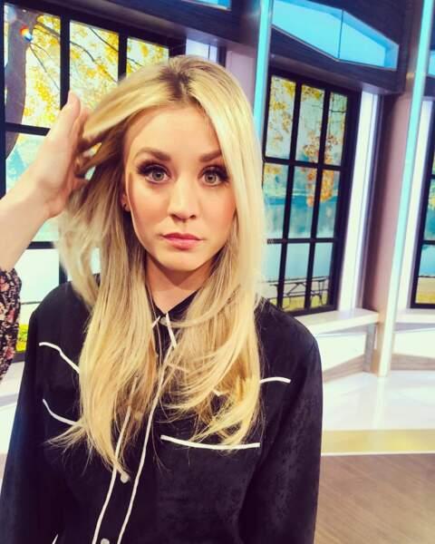 Depuis la fin de The Big Bang Theory, l'actrice double le personnage d'Harley Quinn dans la série animée éponyme