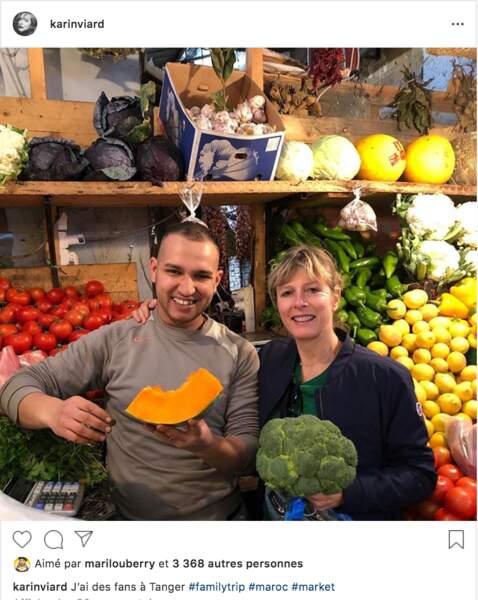Karin Viard avec un commerçant de Tanger