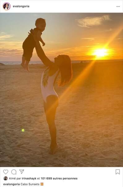 Coucher de soleil à Cabo San Luca pour Eva Longoria et son fils