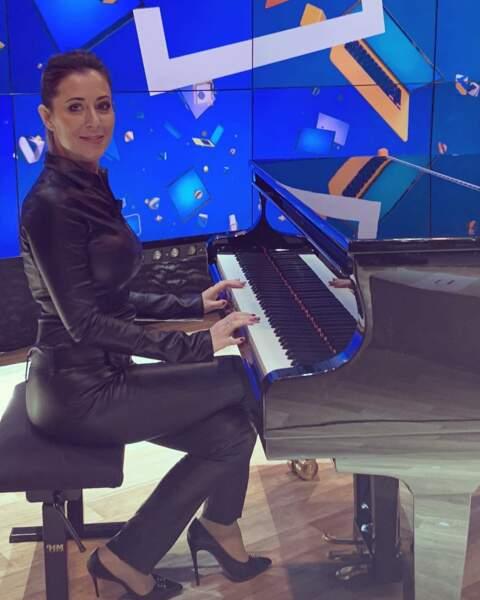 """""""Quatre mots sur un piano""""... sur le plateau de TPMP."""