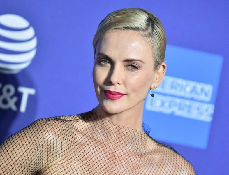 Charlize Theron ce 2 janvier 2020 sur le tapis rouge du Palm Springs Film Festival en Californie