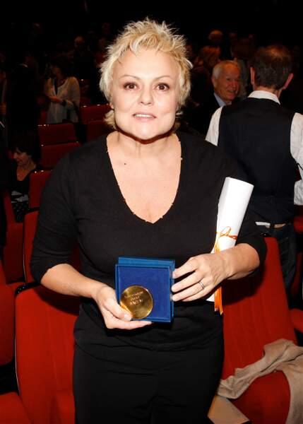 Muriel Robin remporte le Grand prix de l'humour par  la Sacem en 2008.