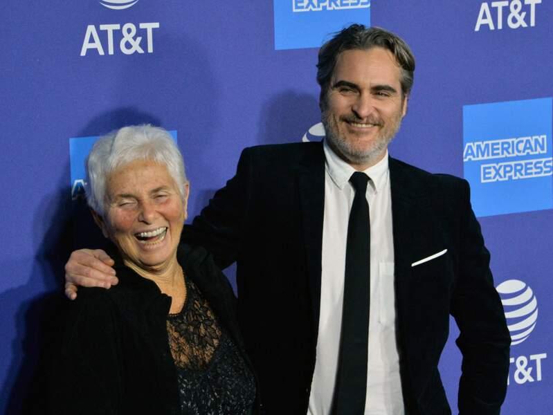 Joaquin Phoenix a repris du poids depuis le Joker, ici avec sa mère Arlyn Phoenix