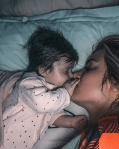 Et après, elle a fait une petite sieste dans les bras de sa maman pour bien commencer l'année. Ruby et Carla sont à croquer !