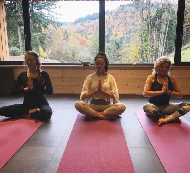 L'ex-Miss France prend du temps pour elle pendant sa séance de yoga