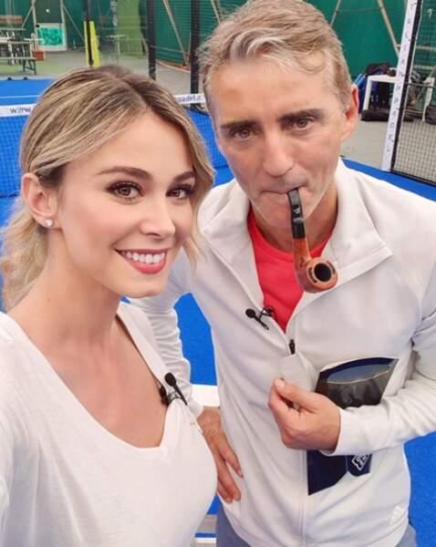 La belle blonde pose avec coach Mancini