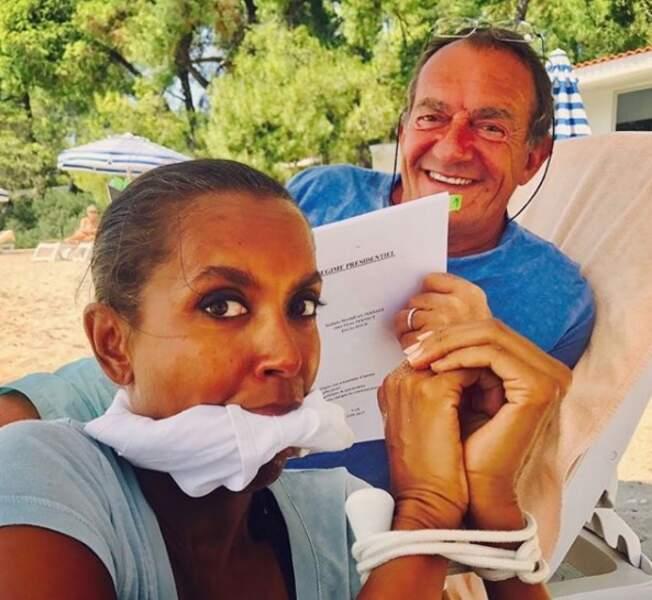 Même si il lui arrive de tomber sur des camarades de la télévision, comme ici Jean-Pierre Pernaut, croisé durant des vacances d'été...