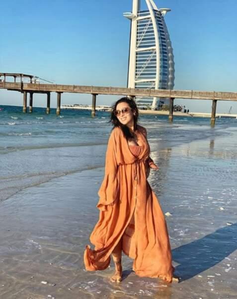En vacances, elle s'envole pour Dubaī !