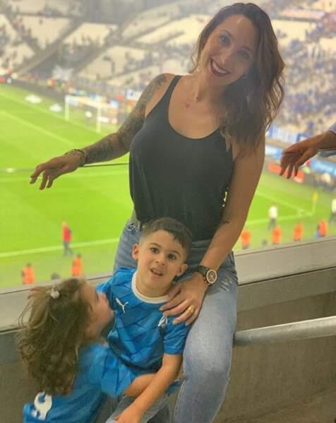Elle ne manque jamais un match au Vélodrome pour supporter l'OM et son chéri !