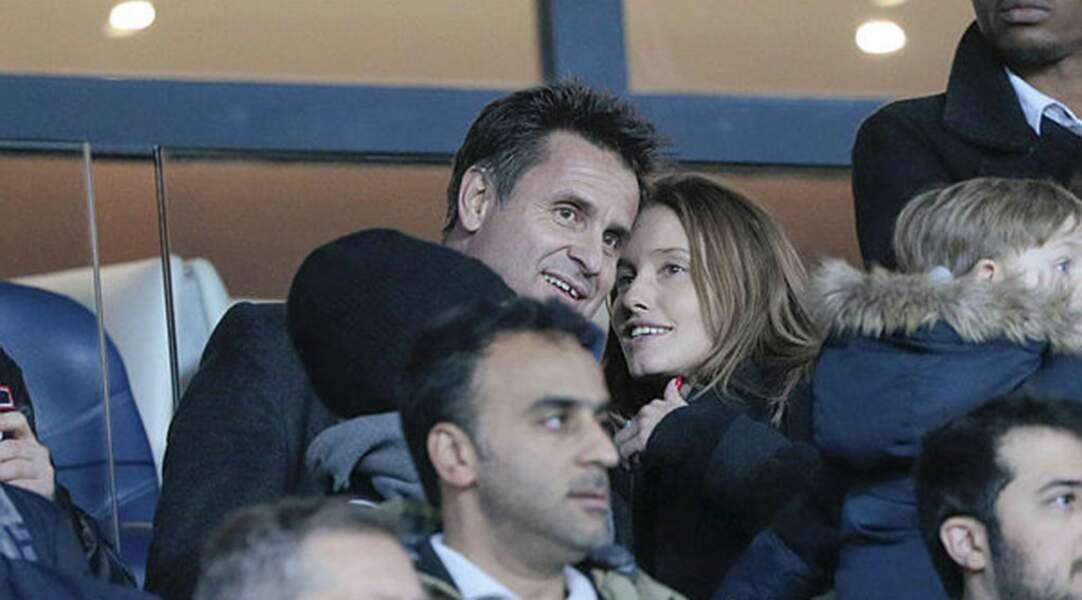 L'ancien tennisman Fabrice Santoro s'est affiché dans la tribune VIP du Parc des Princes au-côté de sa compagne