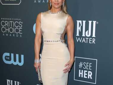 Jennifer Lopez, Anne Hathaway, Emily Ratajkowski... Les stars ont illuminé le tapis rouge des Critic's Choice Awards 2020