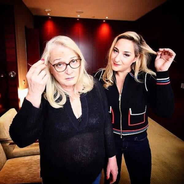 Quand deux blondes posent ensemble...