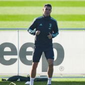 Cristiano Ronaldo : poisson, siestes, muscu, grasses matinées interdites... les secrets étonnants de sa super forme !