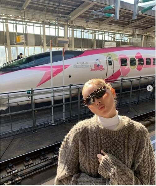Une pause au Japon pour Elsa, star des défilés Victoria Secret