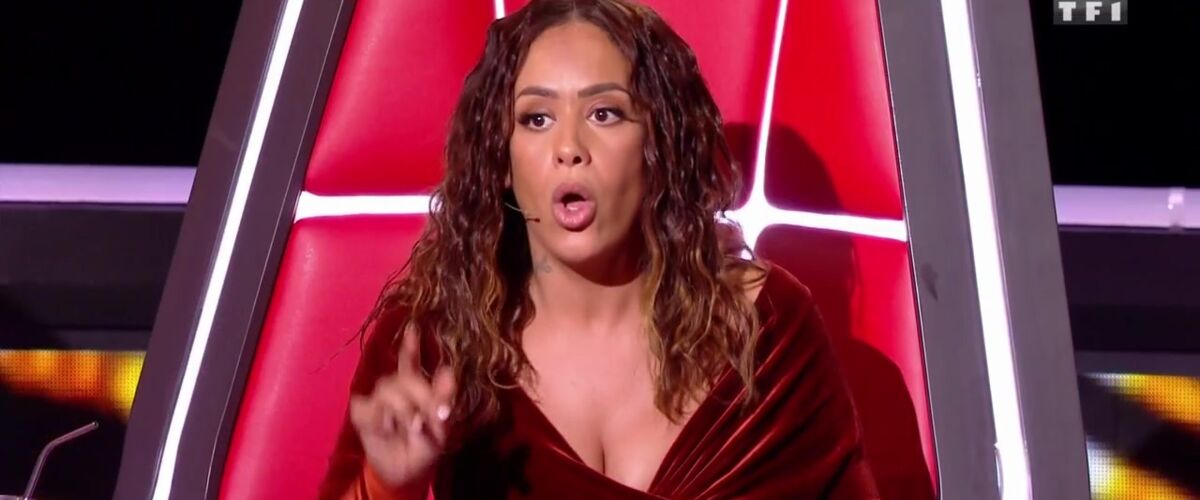 Amel Bent (The Voice) : sa robe à 1566 euros violemment critiquée sur Twitter