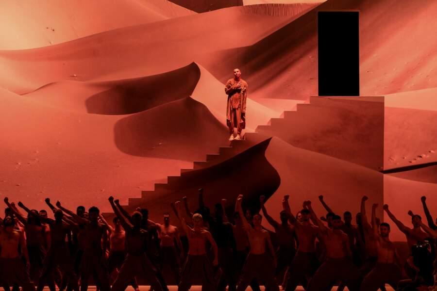 Olivier Rousteing avait choisi une superbe mise en scène pour le défilé Balmain