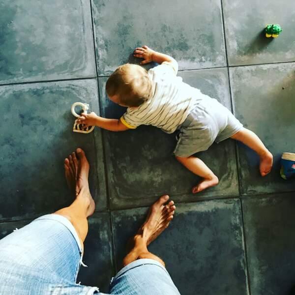 Il a son neveu à ses pieds