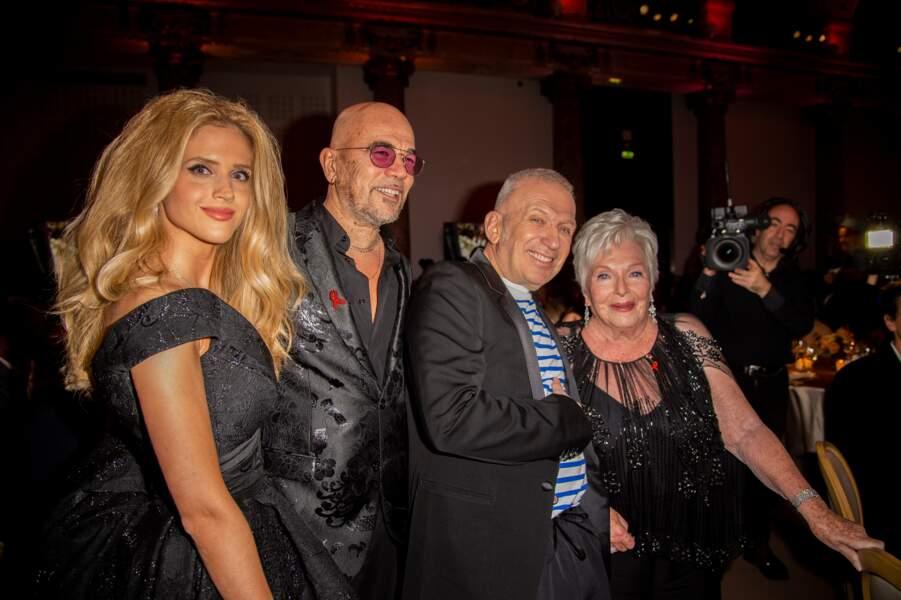 Julie Hantson et Pascal Obispo, en compagnie de Jean-Paul Gaultier et Line Renaud.