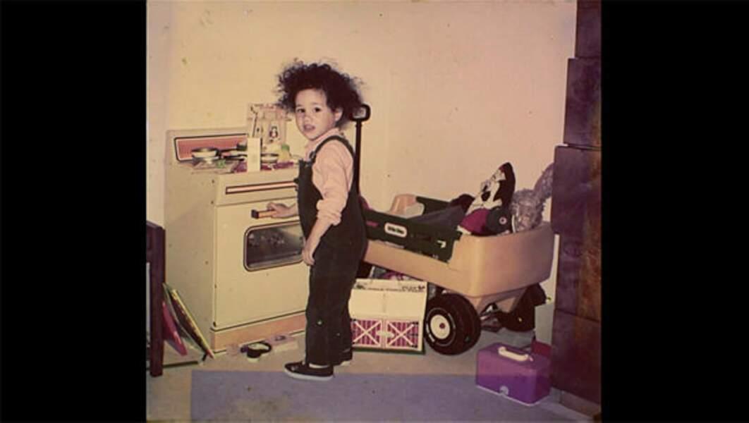 Il ne manquerait pas quelques jouets dans sa chambre ?