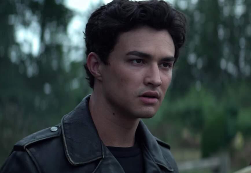 Ténébreux et torturé dans Les Nouvelles Aventures de Sabrina, Nick sera l'homme qu'il vous faut pour une soirée torride et sans complexe