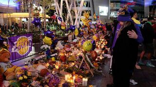 Mort de Kobe Bryant : à Los Angeles, des centaines d'anonymes lui rendent un vibrant hommage (PHOTOS)